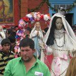 Las imágenes del templo de Caguach y las de las otras islas también son sacadas a pasear durante la procesión.