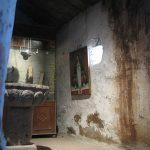 Resguardados en una vitrina se encuentran antiguos objetos utilizados en el templo.