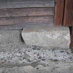 Piedras en los cimientos de la iglesia de Achao.