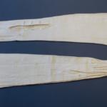 GUANTES LARGOS  Cabritilla blanca hasta el codo   Ca. 1920  MHN:  3-30581
