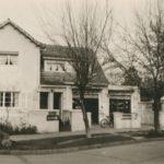 Residencia ubicada en la calle San Gabriel en 1952, la que albergó un almacén y una carnicería en el primer piso. Fotografìa proporcionada por José Antonio Correa.
