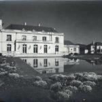 Casa Elena Errázuriz en primer plano, en  segundo plano  la casa de Renato Sánchez. Foto Hartman. Imagen proporcionada por Luis Hernán Granier.